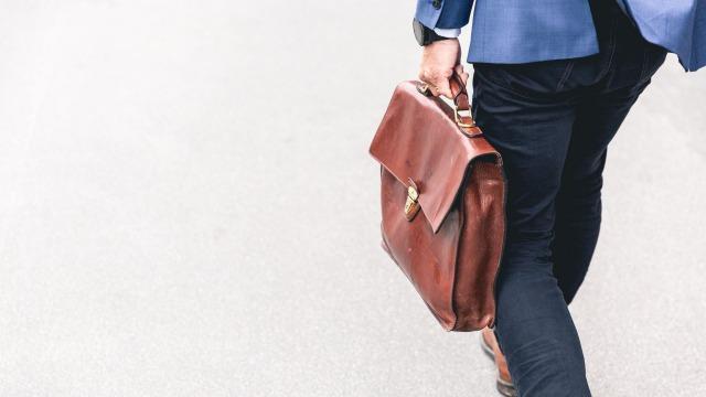 辛い営業経験は転職に有利?